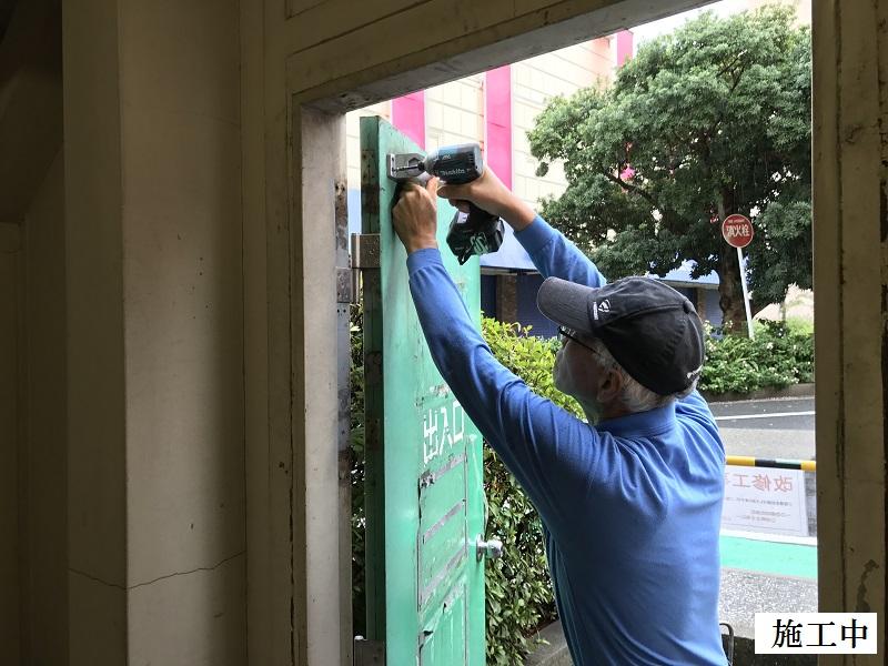 宝塚市 商業施設 立体駐車場入口鉄扉取替イメージ03