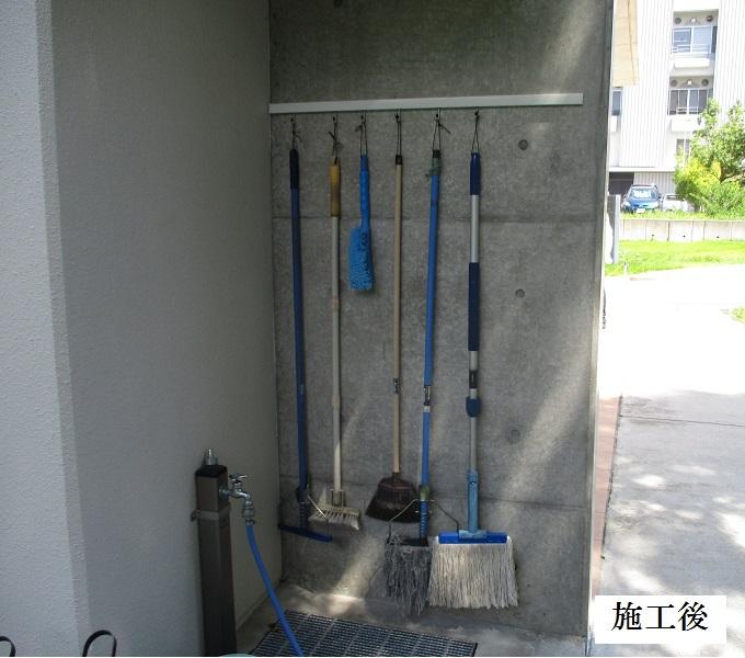 池田市 施設 守衛室箒掛けフック設置工事イメージ01