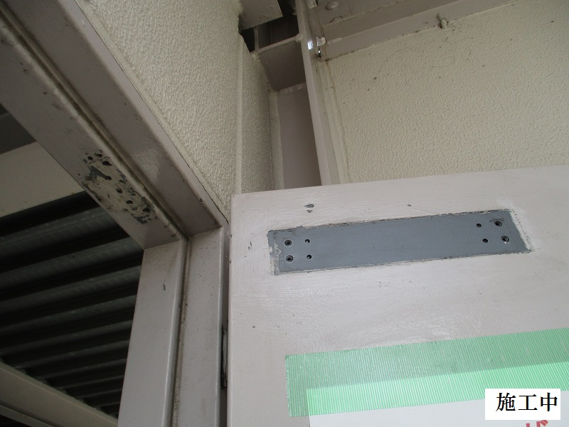 伊丹市 マンション 駐車場扉ドアクローザー取替工事イメージ04