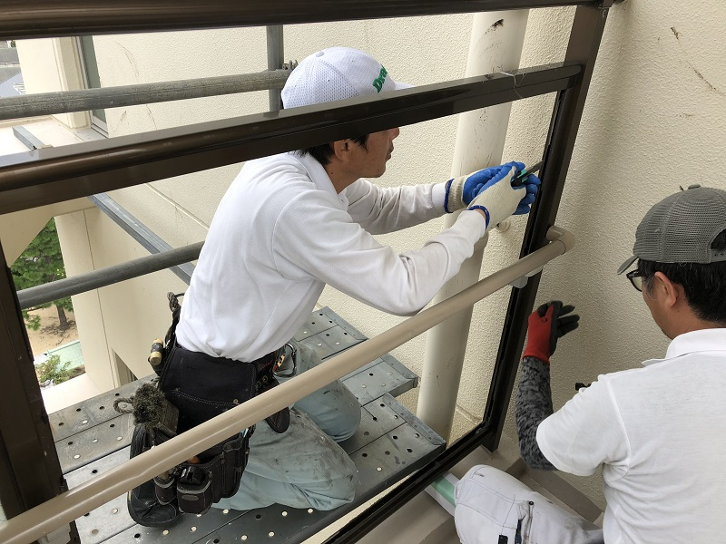 尼崎市 マンション 渡り廊下ガラス取替工事イメージ06