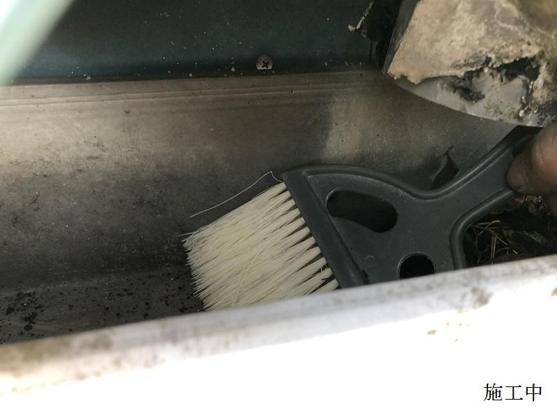 伊丹市 倉庫 雨樋清掃イメージ07