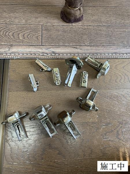 西宮市 洗面台水栓金具・キッチン下収納扉 修繕工事イメージ07