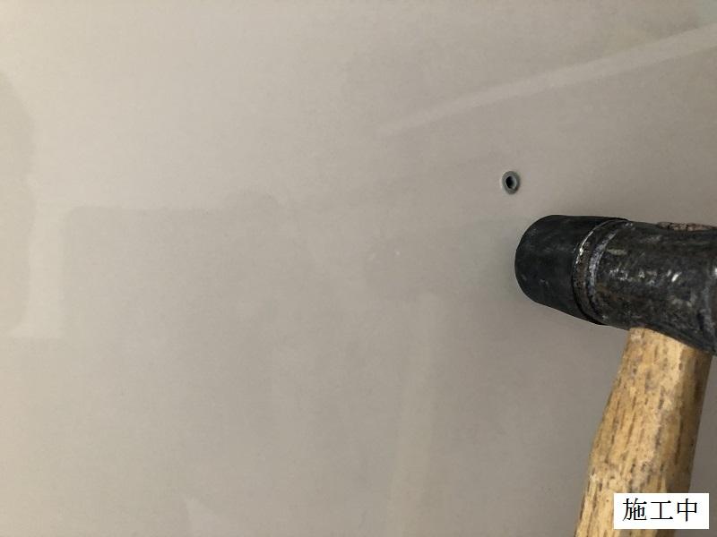 宝塚市 中学校 トイレ用具掛け設置工事イメージ05