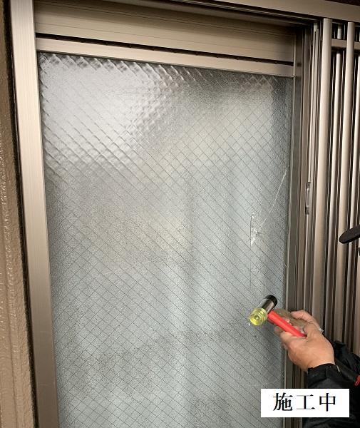 宝塚市 建具修繕工事(ガラスの取り換え)イメージ02